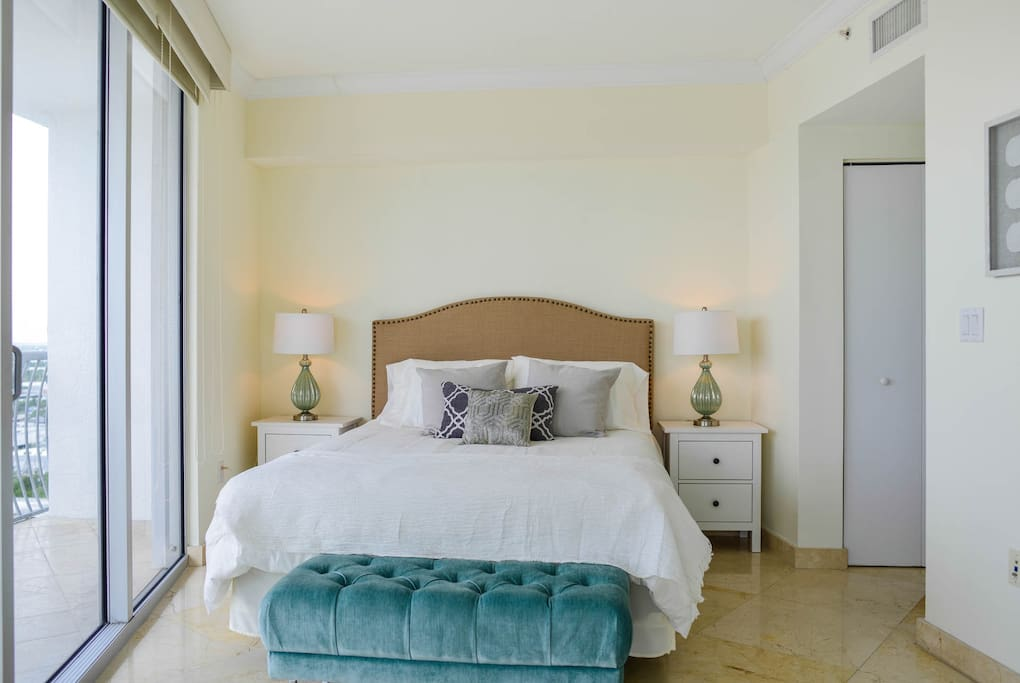 Beautiful bedroom to feel at home