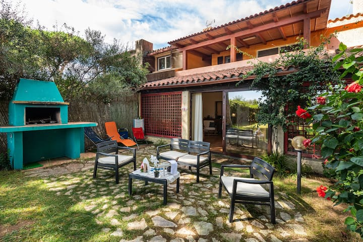"""Holiday Home """"Una Pineta sul mare"""" Near the Beach with Wi-Fi, Air Conditioning & Pool; 2 Parking Spaces Available, Pets Allowed"""