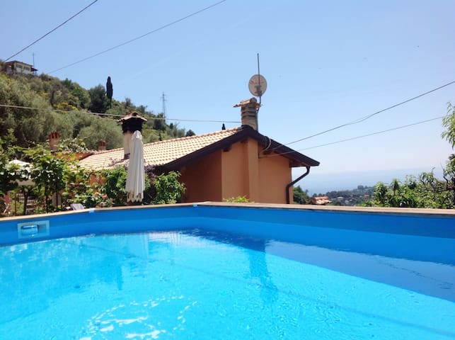 Provenzal Charming house in the hills with pool