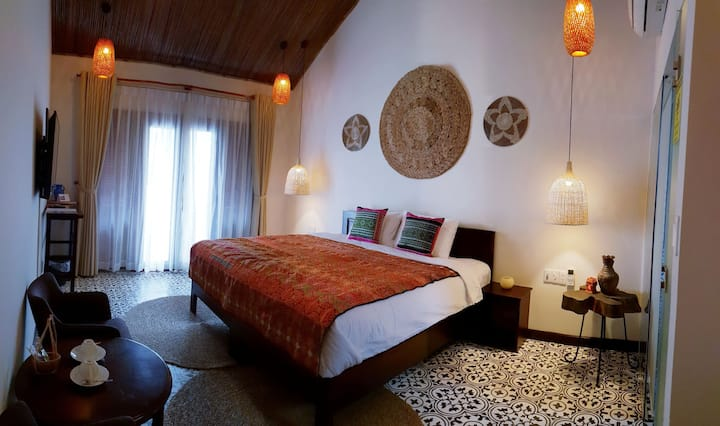 204 Stylish bedroom in lovely traditional villa