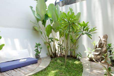 houseofart.asia guest house - Yogyakarta  - House