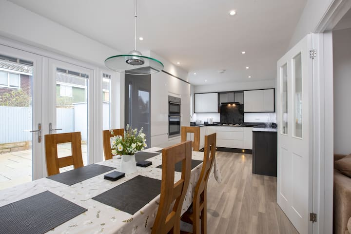 Whimbrel Close: Semi-detached house in Southsea