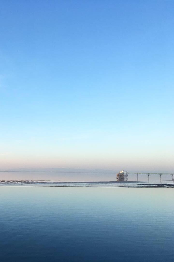 A 250m long infinity pool!