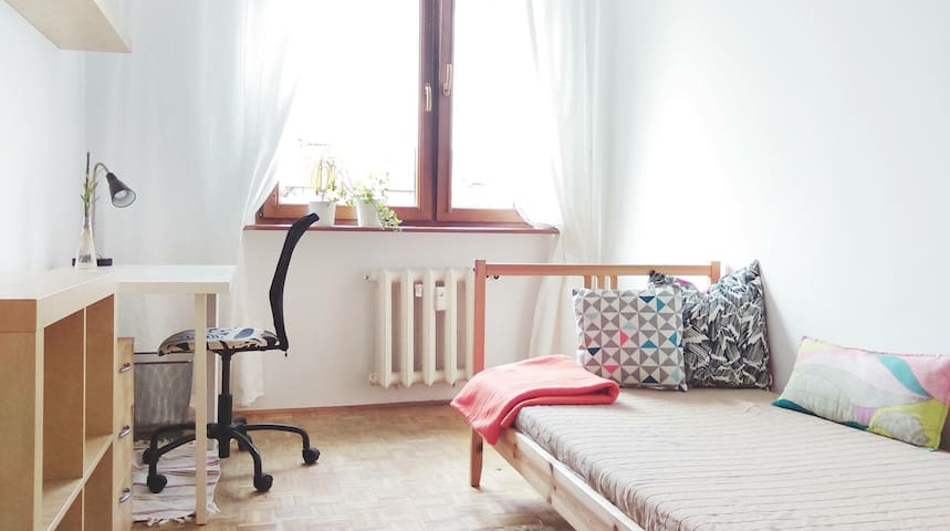 Sunny room in a peaceful flat share - Poznaň - Byt