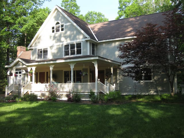 Private En Suite in Beautiful Victorian - Great Barrington - Huoneisto
