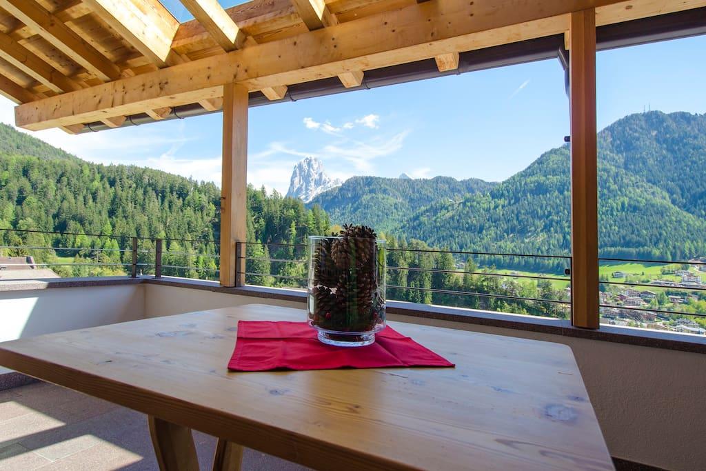 Balcony with magnific view-Balkon mit wunderschöner Aussicht-Balcone con vista panoramica