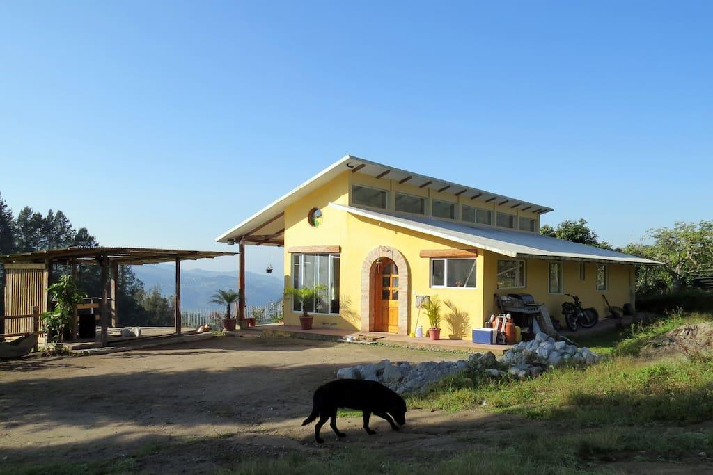 vista de la casa de rancho