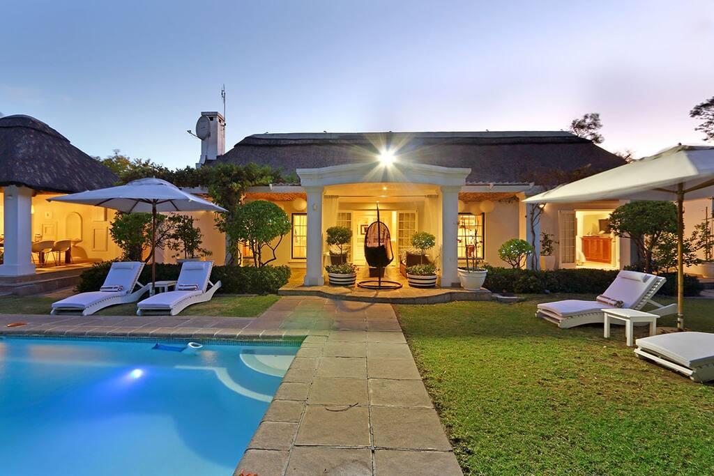 very exclusive upmarket self catering villa villas for. Black Bedroom Furniture Sets. Home Design Ideas
