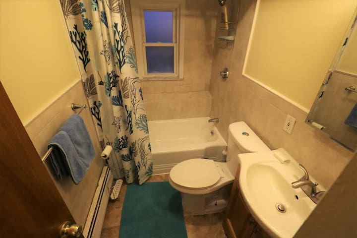 2 bedrooms with kitchen bright and cozy apartment! - Revere - Casa