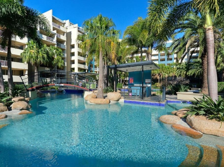2 Bedrooms Apt Free Parking With Resort Style Apartments For Rent In Fortitude Valley