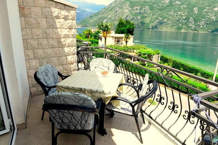 Becovic Sea View Confort Room for 5 people