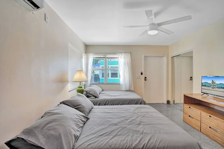 Special Offer! Modern Beach-side studio, Hollywood Beach, Free Parking + BBQ