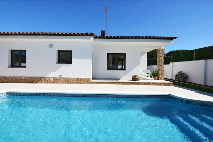 Vinya: Holiday home for rent with private pool L´Escala
