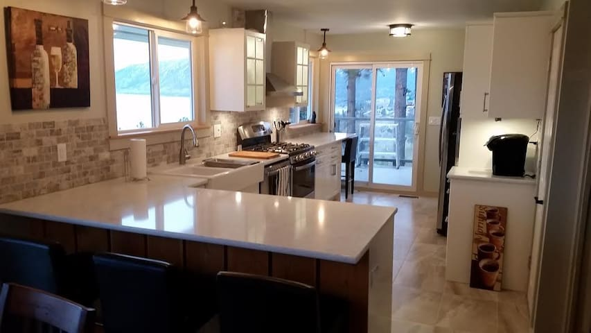 The Eagles Nest Suite - Peachland - House