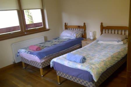 Ariundle Accommodation -- Purple Room