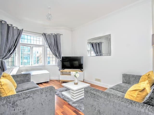 ✯ Central Modernistic Brighton Apartment ✯