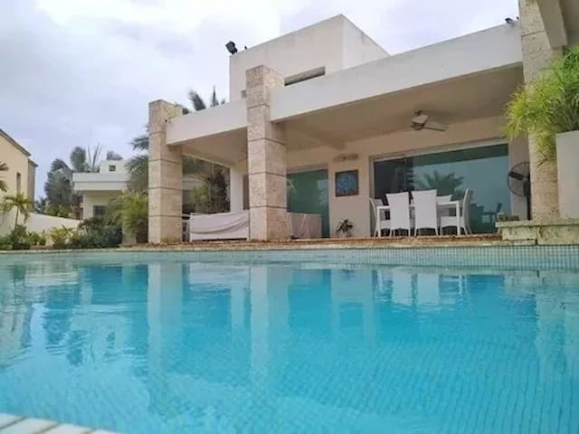 Exclusiva casa en Las Villas - Lecherias