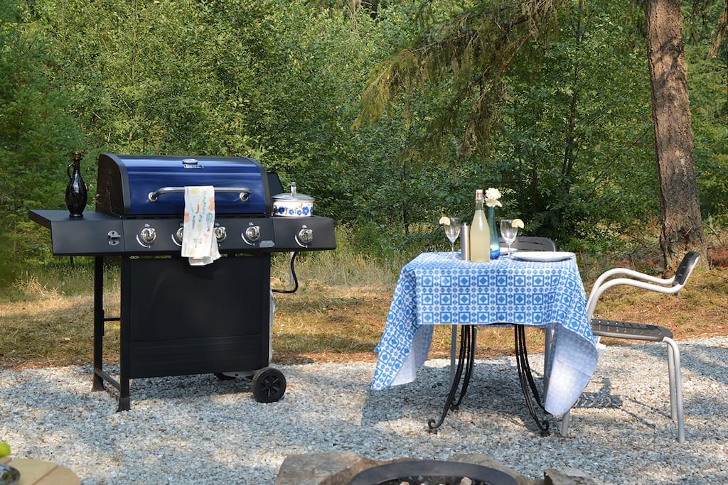 If you wish, you can cook your own meals on a brand new BBQ complete with a side burner. We offer a selection of organic spices, rubs and basic kitchen accessories.