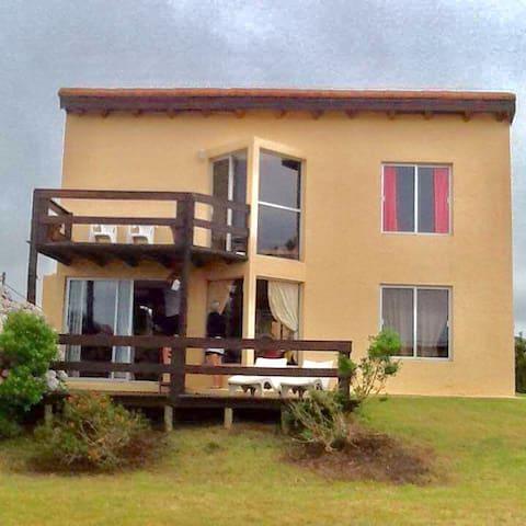 Hermosa casa con vista al mar en Punta Negra - Punta Negra - House