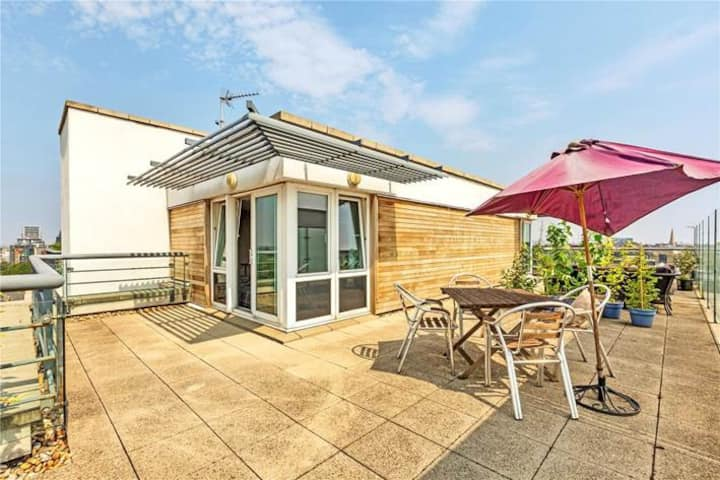 1 bedroom penthouse in Clapham