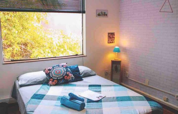 Excelente quarto ao lado do Parque do Ibirapuera!