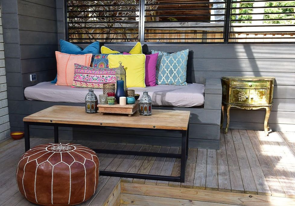 Daybed with out door Netflix