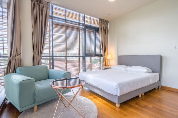 Superior Private Room in the heart of Novena