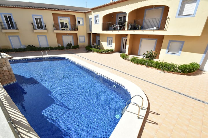 Magnificent apartment, beautiful view towards the mountains shared swimming pool