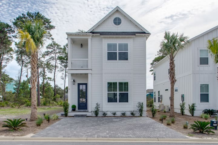 """SEA""-renity Now! Stunning Beach House Close to the Beach and 30A"