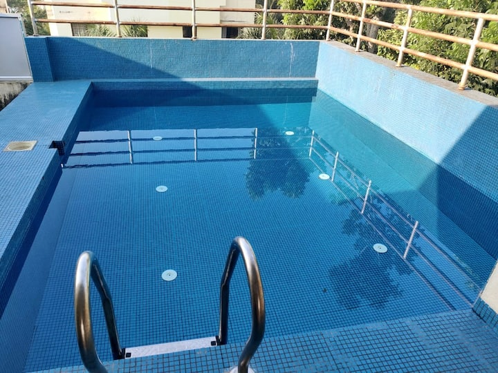 Bunglow with Roof top Pool