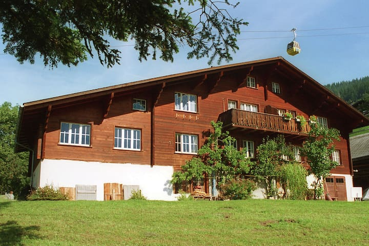 Carefully furnished holiday residence in a typical Berner Oberland house.