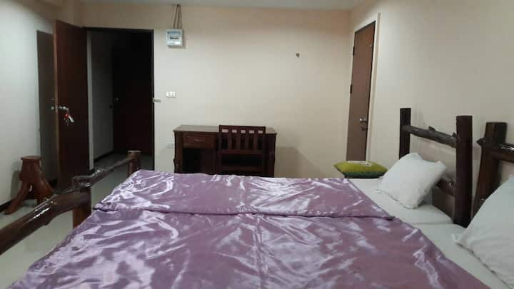 Comfortable Single bed near Central Plaza