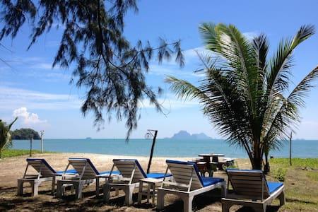 J2b Beach bungalow on secluded beach - Krabi - 小平房