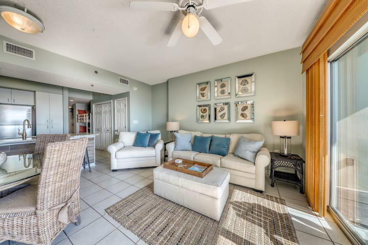 Upscale beach condo w/ indoor & outdoor pools, grilling area, & fitness room