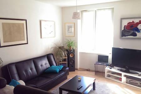 Chambre double au coeur de Martigny - Appartamento