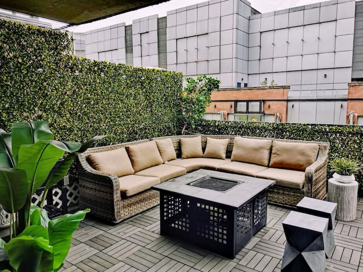 Central 3 Bedroom Apartment with Private Patio