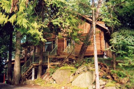 Gnomes Hollow B&B - Garden Room - waterfall view - Pender Island - Bed & Breakfast