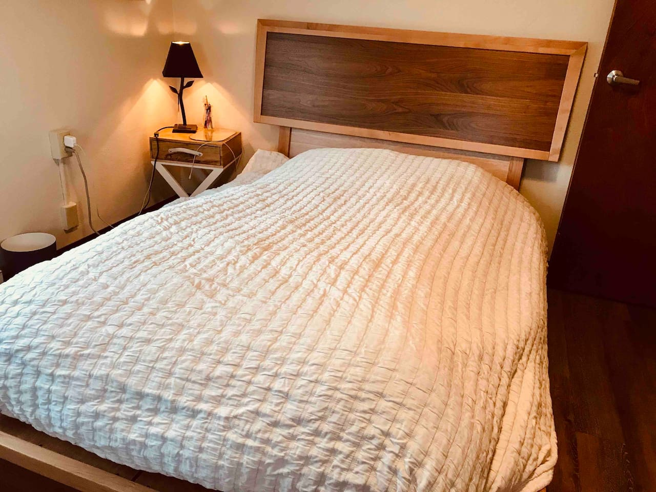 Basic bed is provided. I may have a double or twin bed open. Inform us of  how many in your party.  please provide us the details of plans. likely you will get the whole space provided by Sam as we will stay with a local friend during your visit.