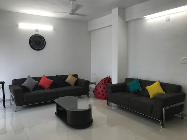 Satvam 3, Well Equipped 2BR Holiday Home-Vadodara.