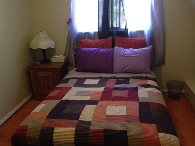 Zophkiel Room, private Full Bed plus BREAKFAST