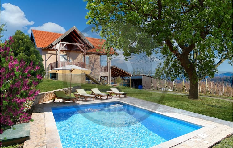Holiday cottage with 3 bedrooms on 96m² in Novi Marof