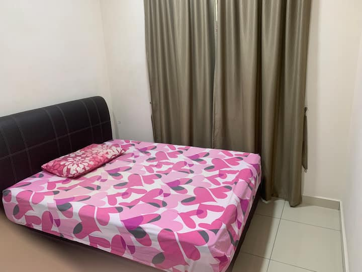 Condominium middle room with nearby amenities.