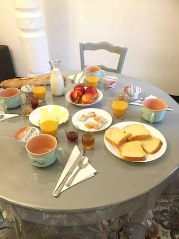 petit dejeuner compris