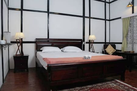 Ri Saw Kun homestay | King bedroom