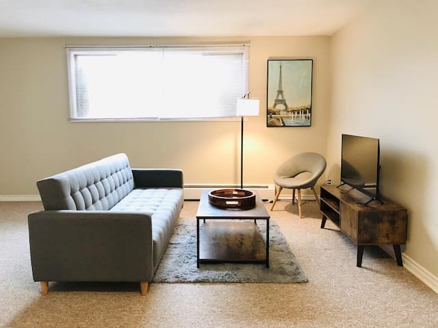 Comfy *Downtown* 2bdrm Apartment + Free Parking