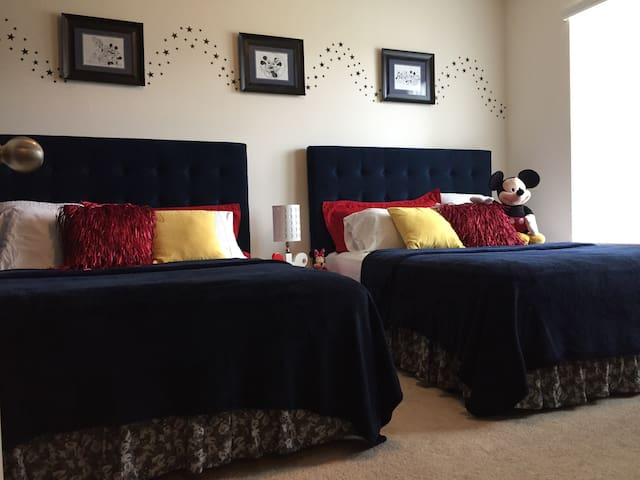 Disney Family Room w/2 Queen beds/private bathroom - 奧蘭多 - 獨棟