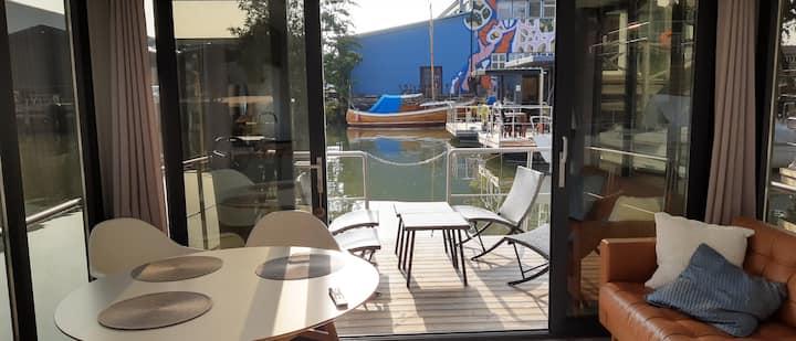 Unikt boende på husbåt mitt i  Göteborg.