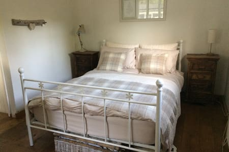Country Cottage, Double Bedroom & Ensuite Bathroom - Bishopstone - Szoba reggelivel