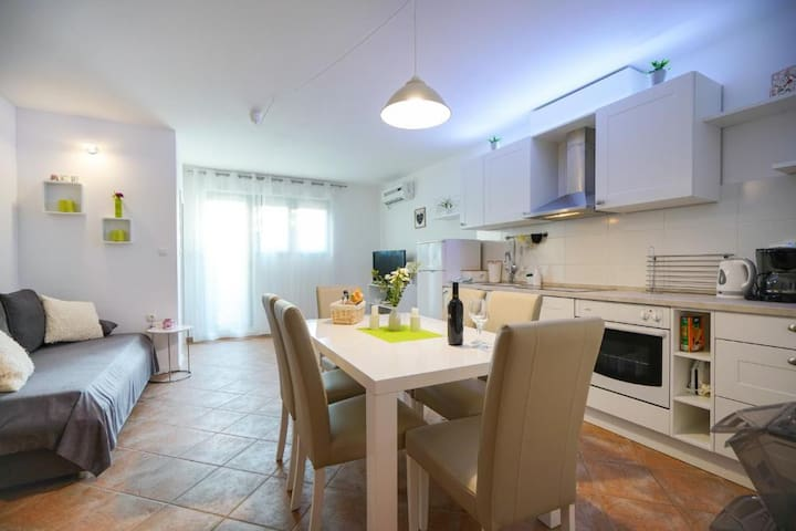 Apartment Cvita in modern house with swimming pool