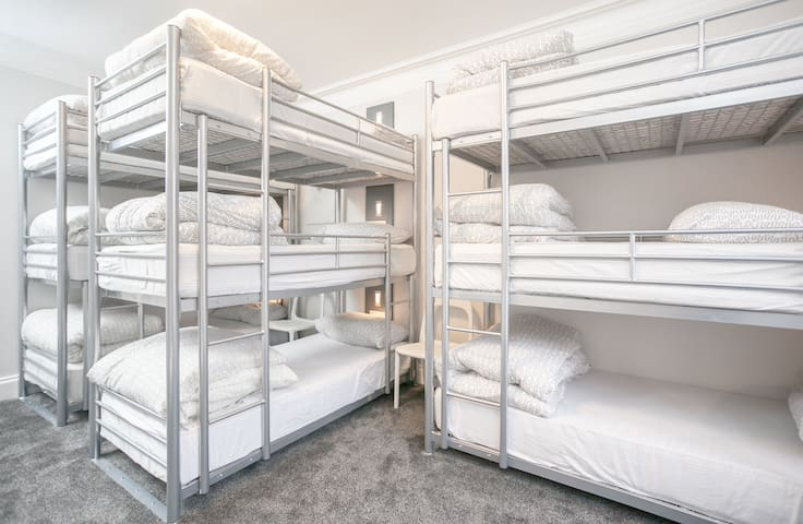 Bed in 9 Bed Mixed Dorm with Ensuite (Room 9)